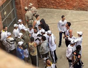 Torcedores Santos presos Paraguai (Foto: EFE)
