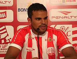 Alex Fraga é apresentado no Náutico (Foto: Divulgação)