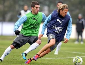 Diego Forlan no treino do Uruguai (Foto: EFE)