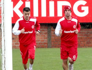 Cavenaghi e D'Alessandro no treino do Internacional (Foto: Alexandre Alliatti / Globoesporte.com)
