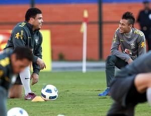 ronaldo neymar brasil treino (Foto: Agência EFE)