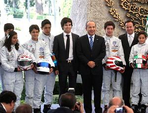 Sergio Perez participa de evento de pilotos no México (Foto: AP)