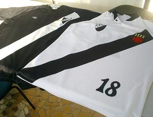 tomazinho camisa (Foto: Thiago Lima/ GLOBOESPORTE.COM)