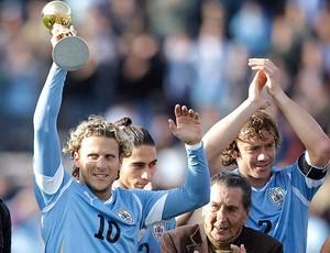 Forlán homenagem Uruguai x Holanda (Foto: Reuters)