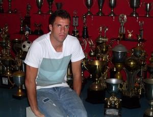 marcelo lomba na sala de trofeus do bahia (Foto: Eric Luis Carvalho/Globoesporte.com)