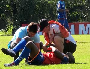 willians flamengo treino pisão na mão (Foto: Richard Souza / Globoesporte.com)