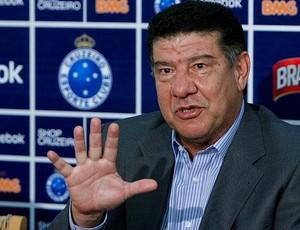 Joel Santana durante apresentação no Cruzeiro (Foto: Washington Alves / VIPCOMM)
