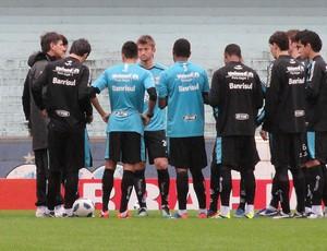 Renato Gaúcho conversa com jogadores do Grêmio (Foto: Eduardo Cecconi/Globoesporte.com)