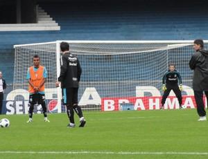 Coletivo do Grêmio. Douglas e Renato Gaúcho (Foto: Eduardo Cecconi/Globoesporte.com)