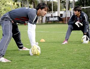 Muriel e Alisson no treino do Internacional (Foto: Divulgação / Site Oficial do Internacional)