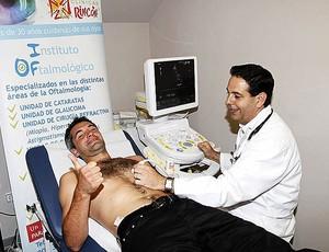 Toulalan faz exames no Málaga (Foto: Divulgação)