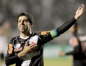 Juninho Pernambucano comemora gol do Vasco (Foto: Eliaria Andrade / Ag. O Globo)