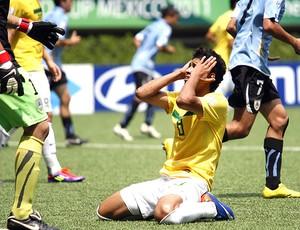 Marlon do Brasil lamenta gol do Uruguai no sub 17 (Foto: EFE)