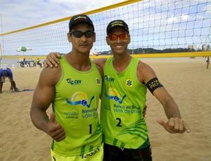 Auto e Flávio, campeões da primeira etapa do Campeonato Capixaba de Vôlei de Praia, em Vitória, ES (Foto: Guido Nunes/Globoesporte.com)