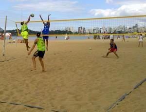 Etapa estadual de vôlei de praia, na Praia de Camburi, Vitória (Foto: Guido Nunes/Globoesporte.com)
