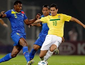 Ganso no jogo do Brasil contra o Equador (Foto: Reuters)