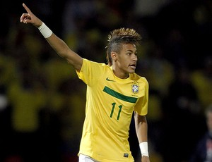 Neymar no jogo do Brasil contra o Equador (Foto: EFE)