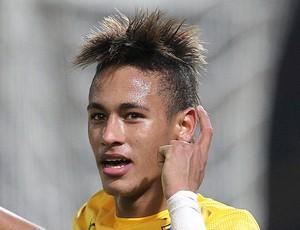Neymar comemora gol do Brasil (Foto: EFE)
