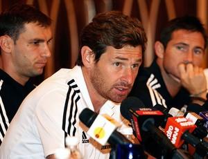 Andre Villas-Boas na coletiva do Chelsea na Ásia (Foto: AP)