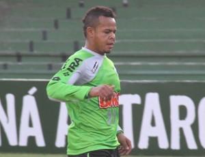 Bill, do Coritiba, volta para o time titular (Foto: Gabriel Hamilko/Globoesporte.com)