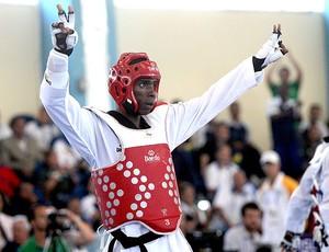 Diogo Silva comemora no taekwondo dos Jogos Militares (Foto: Cezar Loureiro / Ag. O Globo)