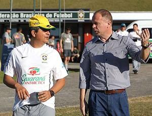 Mano Menezes e Ney Franco no treino da seleção sub 20 (Foto: CBF)