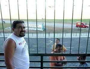 Seu Pedro no estádio do Perilima (Foto: Divulgação / Arquivo Pessoal)