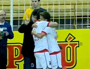 FRAME - jogadores paraná gol criciúma (Foto: Reprodução Sportv)