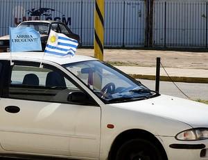 carro com bandeiras do Uruguai na torcida pela Copa América (Foto: Alexandre Alliatti / Globoesporte.com)