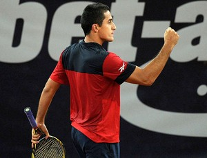 Nicolás Almagro comemora vitória sobre Mayer na Alemanha (Foto: EFE)