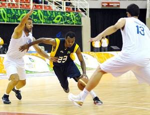 Nezinho na partida do Brasil de basquete contra a Grécia (Foto: Photocâmera )