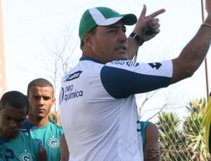 Márcio Goiano tenta a quarta vitória consecutiva no comando do Goiás (Foto: Divulgação/Rosiron Rodrigues)