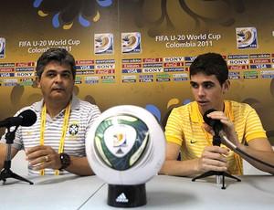 Ney Franco e Oscar na coletiva da Seleção sub-20 (Foto: AP)