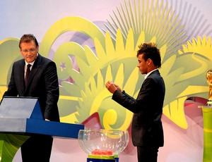 neymar jerome valcke sorteio copa do mundo 2014 (Foto: André Durão / Globoesporte.com)