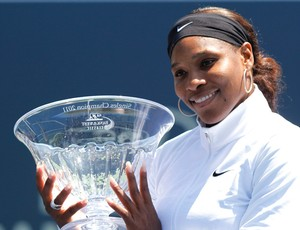 Serena Williams tênis Stanford troféu final (Foto: AP)