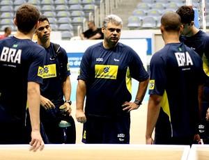Leonardo de Carvalho, técnico seleção juvenil masculina (Foto: Divulgação / CBV)