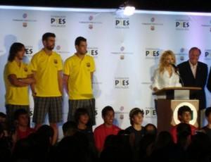 Shakira e Piqué em evento do Barcelona nos Estados Unidos (Foto: Reprodução/Twitter)