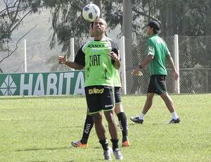 Amaral no treino do América-MG (Foto: Valeska Silva / GLOBOESPORTE.COM)