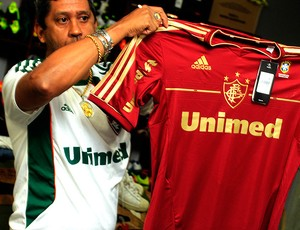 nova camisa fluminense (Foto: Nelson Perez / FluminenseF.C.)