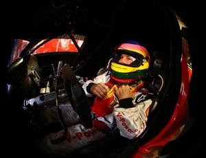 Sentado no cockpit, Jacques Villeneuve se prepara para entrar na pista de Interlagos (Foto: Carsten Horst)