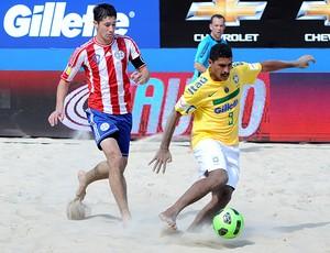 futebol de areia andré brasil paraguai (Foto: Diego Mendes / CBBS)