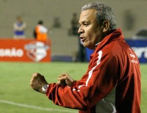 Hélio dos Anjos não dá nenhuma pista do time que escalará para o clássico (Foto: Divulgação/Site oficial Hélio dos Anjos)