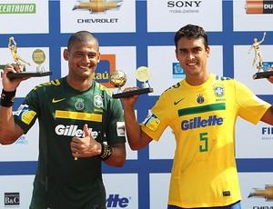 mão bruno malias futebol de areia brasil campeão sul-americano (Foto: Agência EFE)