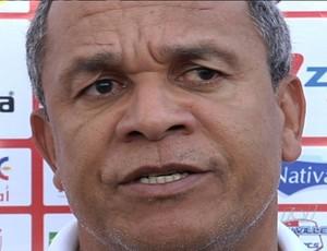 Hélio dos Anjos admite que está insatisfeito com situação do Vila Nova (Foto: Reprodução/TV Anhanguera)