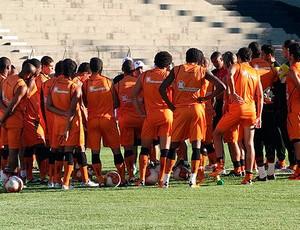 vagner benazzi se reune com jogadores do vitoria antes do treino (Foto: Divulgação)