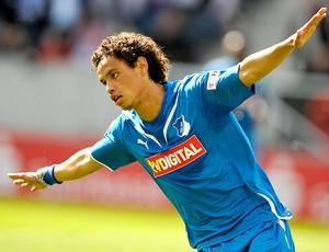 Carlos Eduardo comemora gol no Rubin Kazam  (Foto: Reuters)