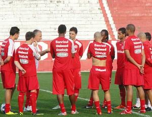 Dorival Junior no treino do Internacional (Foto: Alexandre Alliatti / Globoesporte.com)