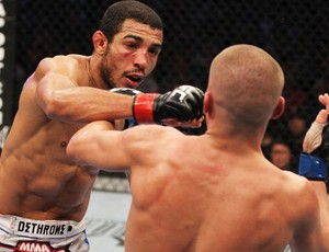 José Aldo contra Mark Hominick UFC 129 (Foto: Divulgação/UFC)