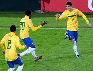 oscar gol brasil x portugal mundial sub 20 (Foto: Reuters)