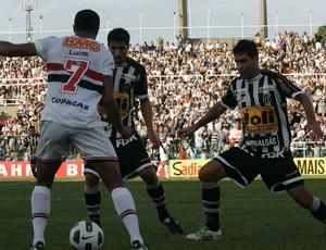 Erivélton no jogo contra o São Paulo (Foto: Tuno Vieira / Agência Diário)